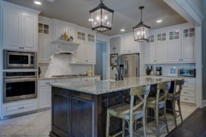 Jakie meble wybrać do małej kuchni?